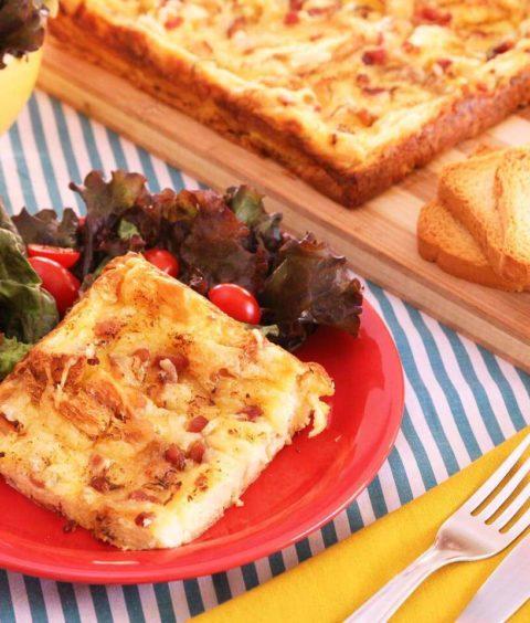 Torta Fácil de Torrada com Bacon e Queijo